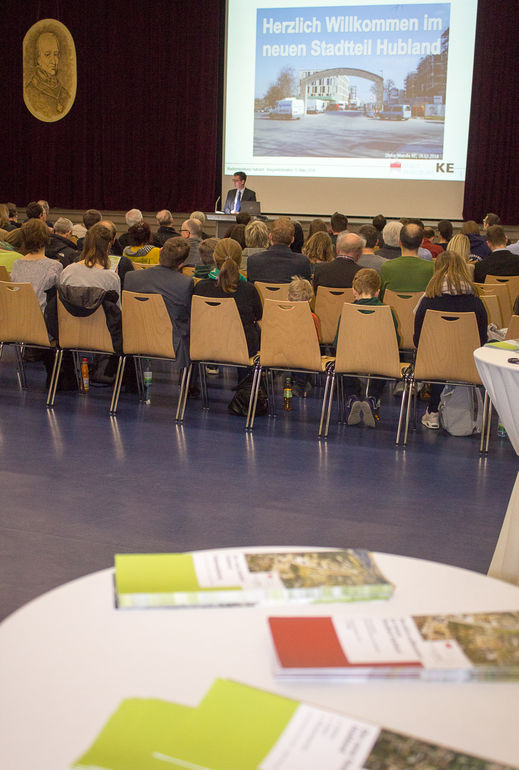 Dynamische Stadtteilentwicklung: Oberbürgermeister Christian Schuchardt stellte mit einem großen Team vor, wo das Quartier Hubland kurz vor der Eröffnung der Landesgartenschau steht.
