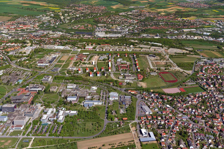 Am 12. April 2018 öffnete die Bayerische Landesgartenschau ihre Tore. Zum zweiten Mal nach 1990 findet in Würzburg die Landesgartenschau statt. Zahlreiche rote Sonnenschirme, Zelte und Pavillons verteilen sich auf dem Gelände und viele Spielgeräte und Spi