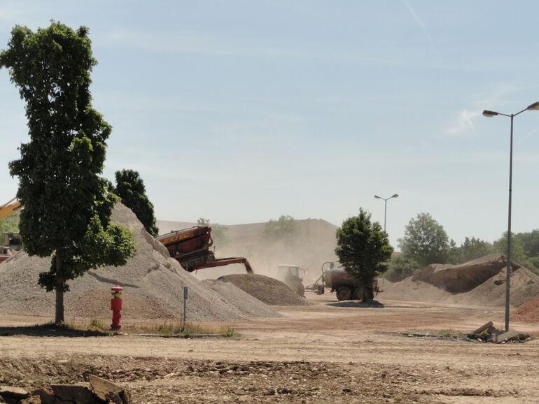 Bereitstellungsflächen auf dem Hubland. Aufbereitung der Rückbaumaterialien  (01.06.2015)