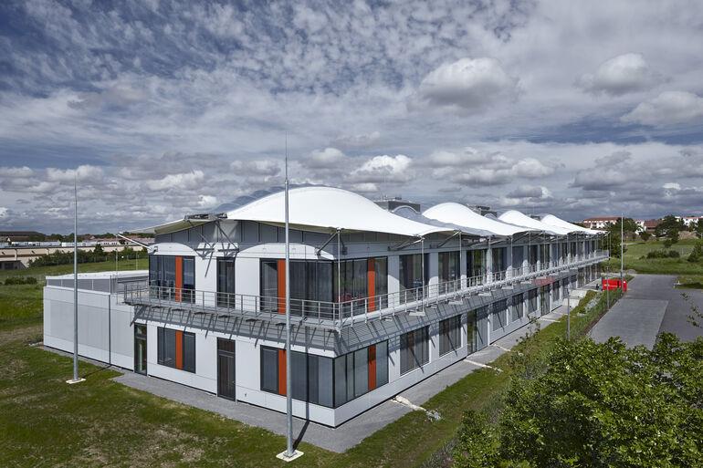 Das Bayerische Zentrum für angewandte Energieforschung »ZAE« war 2013 der erste Neubau am Hubland, der seinen Betrieb aufgenommen hat.