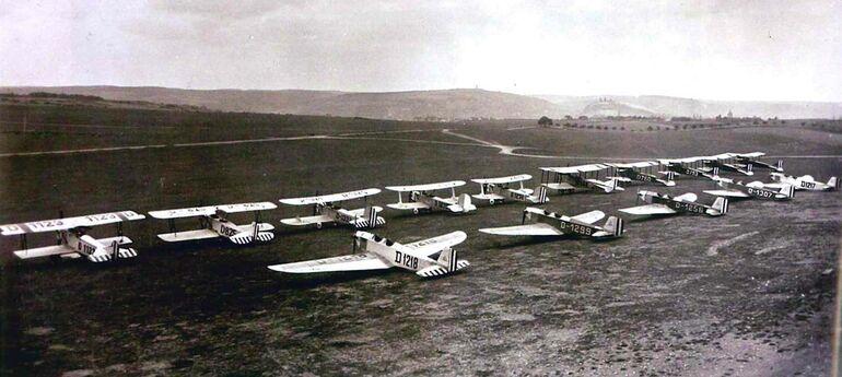 1920er-/1930er-Jahre: Ausbau zum zivilen Flugfeld, später Flugplatz der Deutschen Luftwaffe im 2. Weltkrieg